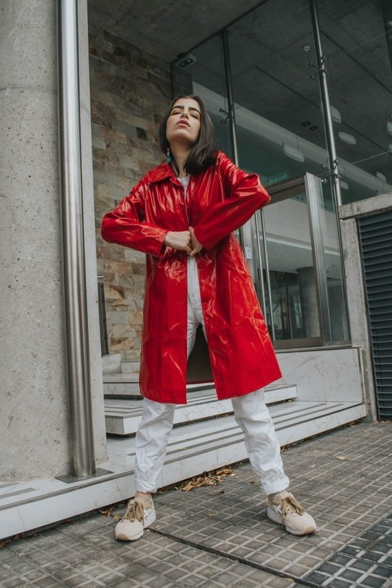The-red-patent-trench-THE-BLUE-EYED-GAL-1