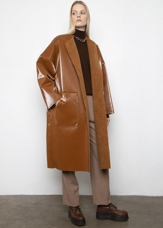 Frankie-LINDE-18-12-20198676-caramel-reversible-coat