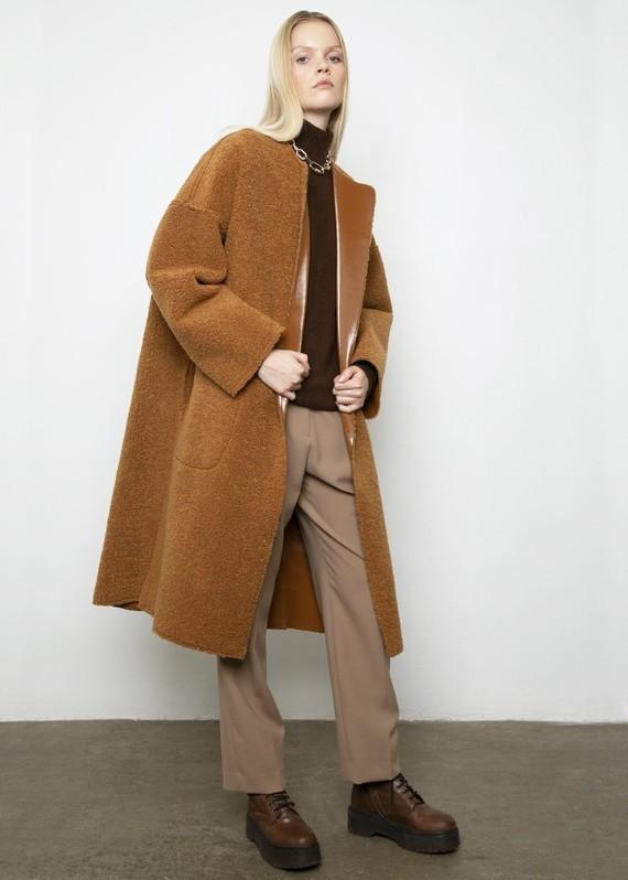 Frankie-LINDE-18-12-20198783-caramel-reversible-coat