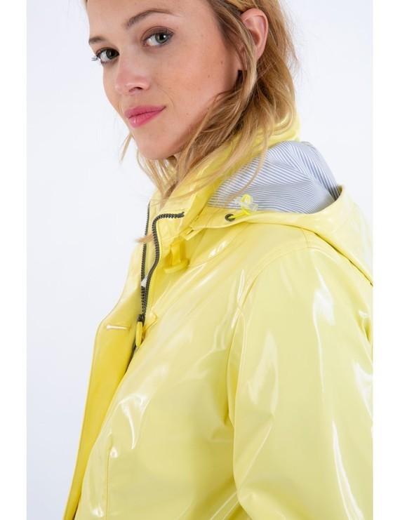 glossy-raincoat-bruges3