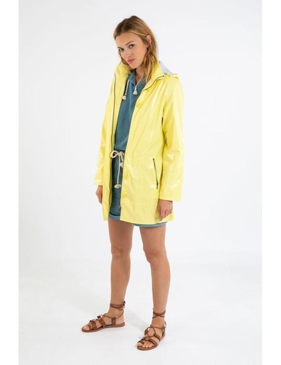 glossy-raincoat-bruges4