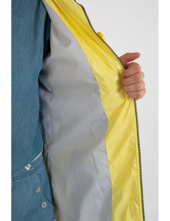 glossy-raincoat-bruges5