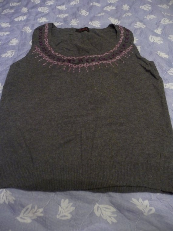 pull sans manche taille 5 multiples : 3 euros