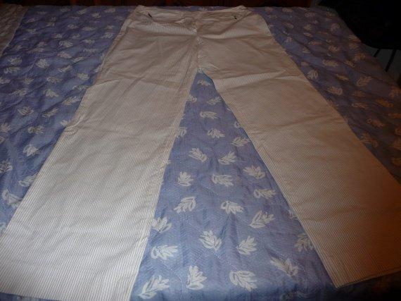 pantalon t44 burton blanc rayé : 10 euros