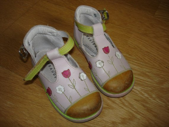 chaussures vert baudet 23 bon état (juste un peud écolorées au bout) 6e