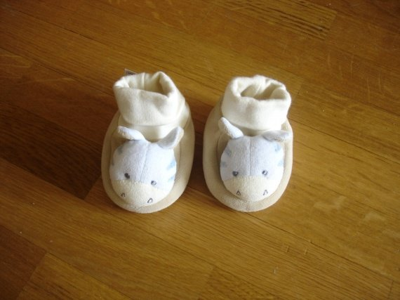 chaussons hochet comme neufs babysun 3€