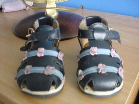 sandales vert baudet 18 TBE 5€