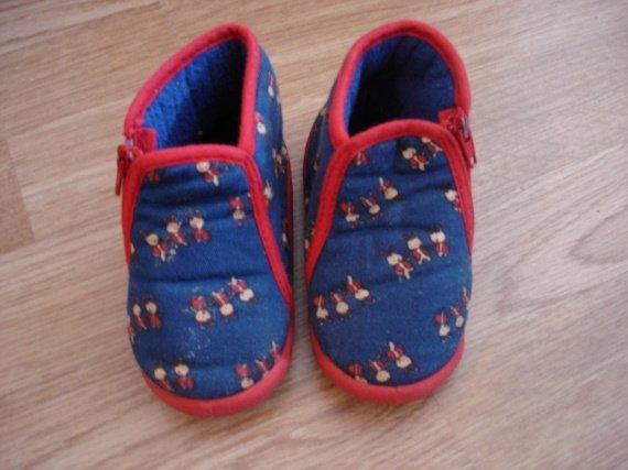 chaussons 21 quasi neufs 2.5€