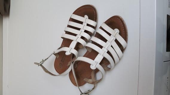 sandales cuir 31    3€