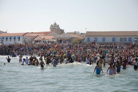 http://b.imdoc.fr/1/actualite-societe/pelerinage-saintes-maries/photo/2766821276/15386489de/pelerinage-saintes-maries-ste-marie-mer-img.jpg