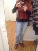 Jeans délavé T-shirt grand froid, chemise à carreaux