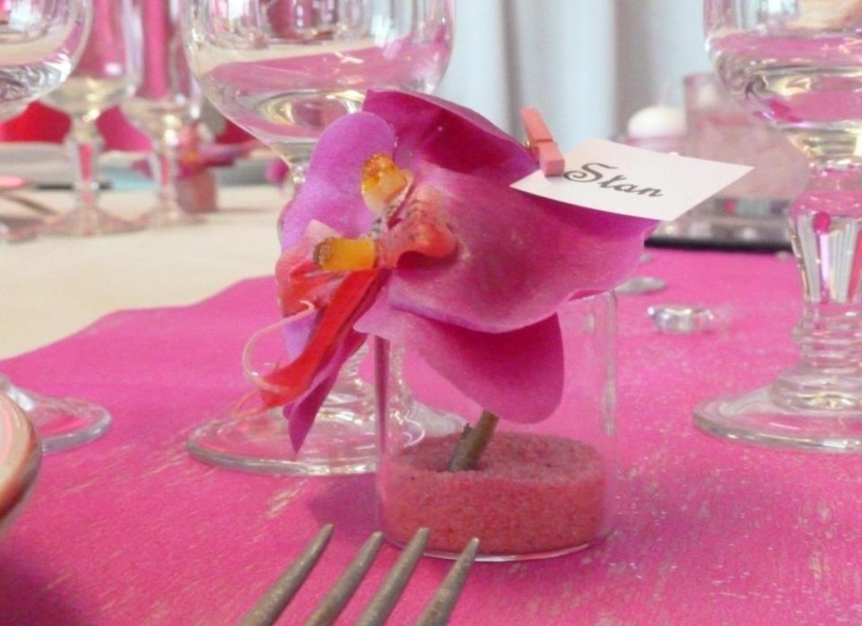 Decoration table de mariage fushia d cor festidomi for Decoration maison fushia