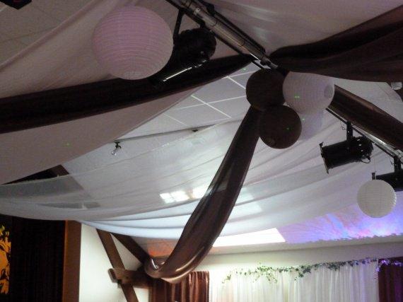Decoration salle deco plafond tentures mariage mariage theme gourmandise d - Deco plafond mariage ...