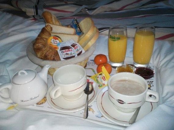 notre petit dejeuner a l'hotel