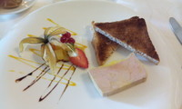 Foie gras accompagné de fruits