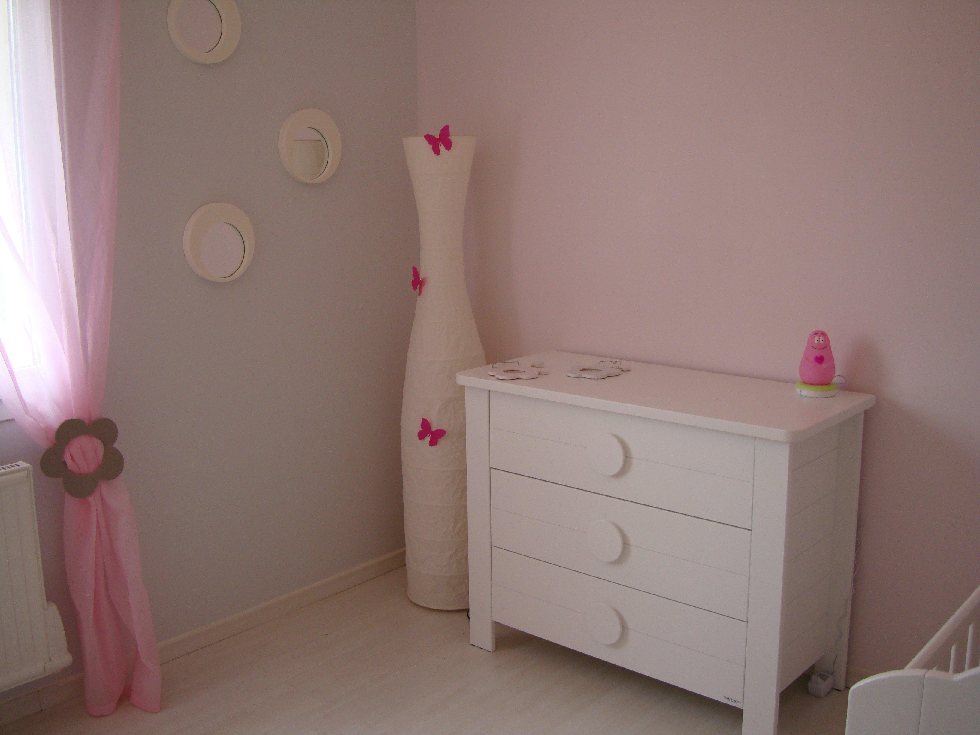 beautiful chambre de chouquette en gris et rosela suite chambre de with peinture gris clair - Peinture Gris Taupe Chambre