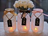 idée-numéros-table-mariage-pots-verre-dentelle