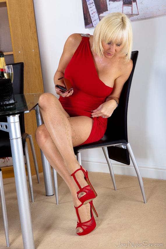 mature-sex-in-heels-stockings-1
