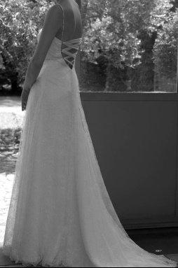 dos robe dentellede calais