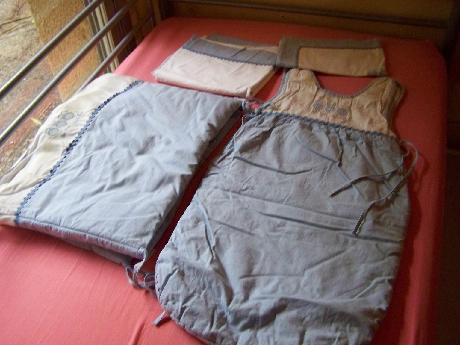 parure les 3 moustaches linge de lit moustic et babou photo. Black Bedroom Furniture Sets. Home Design Ideas