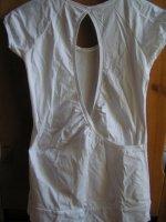 Vu de dos tee shirt blanc a coeur strass