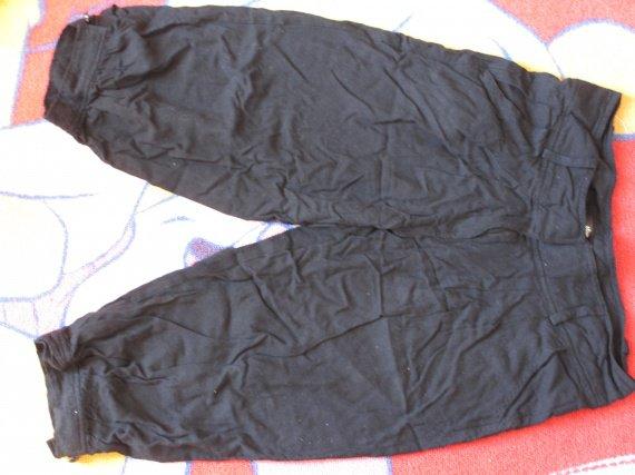 IPantacourt noir taille 36 coton fluide (façon lin un peu) tbe 4€