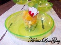 Verrine kiwi, crevettes épicées et mandarine, accompagnée de sa fleur de radis