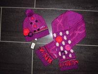 a vendre bonnet T5 et écharpe T1 neuf avec étiquette (sauf écharpe étiquette enlevé mais neuve)