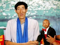 Tallset-And-Shortest-Man-guinness-world-records-6657358-380-285