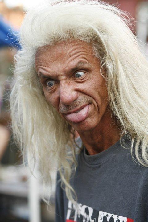 Cheveux blancs longs homme