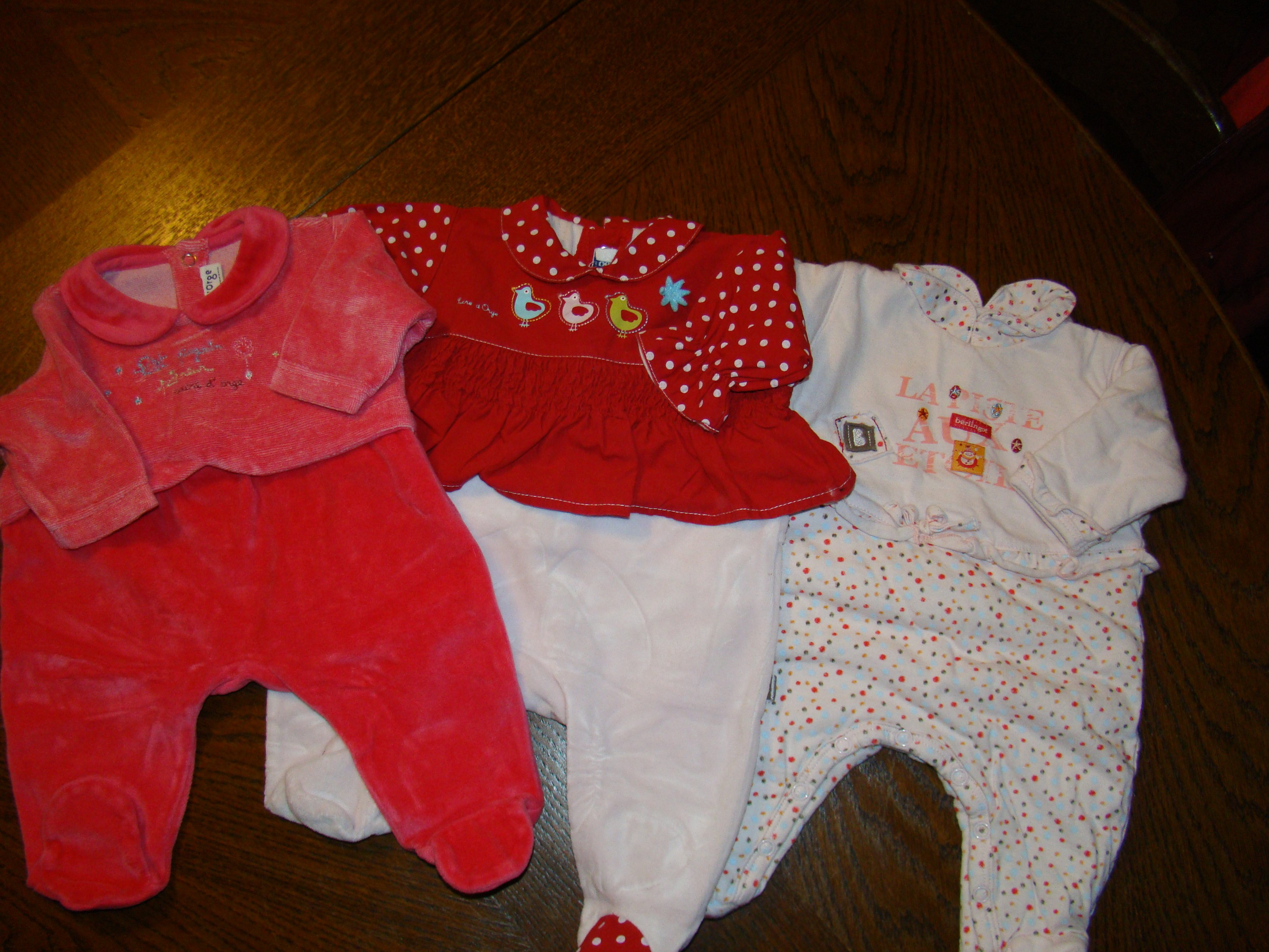 pyjamas sucre d 39 orge 0 mois 4 euros piece vetement b b fille 0 1 mois kajenocha photos. Black Bedroom Furniture Sets. Home Design Ideas