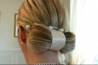 chignon-noeud-perle-jour-mariage-comment-etiez-coiffee-jour-mariage_275865