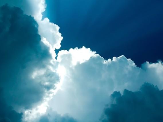 5403-nuages-et-ciel-tres-bleu-WallFizz