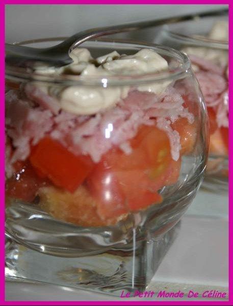 verrines croutons, tomates, jambon, vache bis
