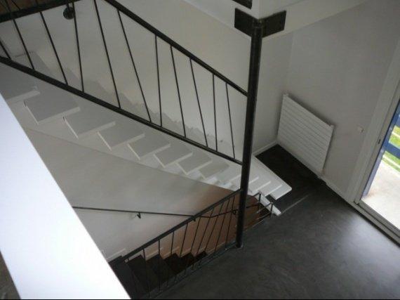escalier en b ton des id es s 39 il vous plait b tir ou retaper sa maison forum vie pratique. Black Bedroom Furniture Sets. Home Design Ideas