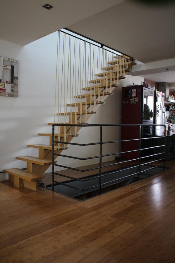 garde- corps d'escalier ,acier et sandows.