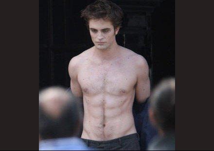 Robert-Pattinson-torse-nu-ca-vaut-le-coup-d-aeil-et-c-est-chaud-!_closer_news_xlarge