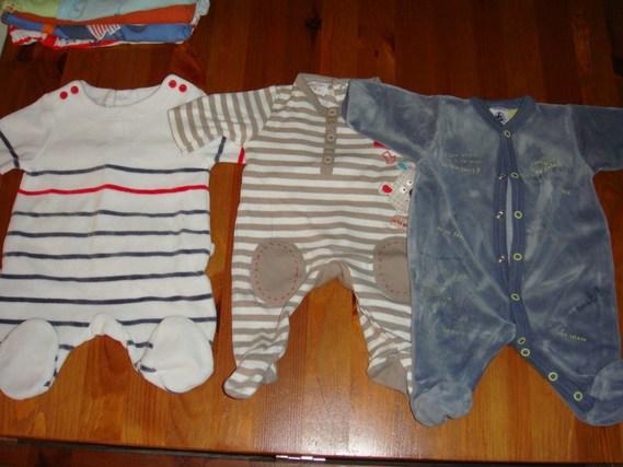 pyjama du milieu, compagnie des petits, 1 mois mais equivaut à du naissance.4 euros
