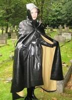 Visiteuse de cimetière.