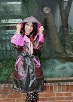 Joli sourire bien protégé de la pluie