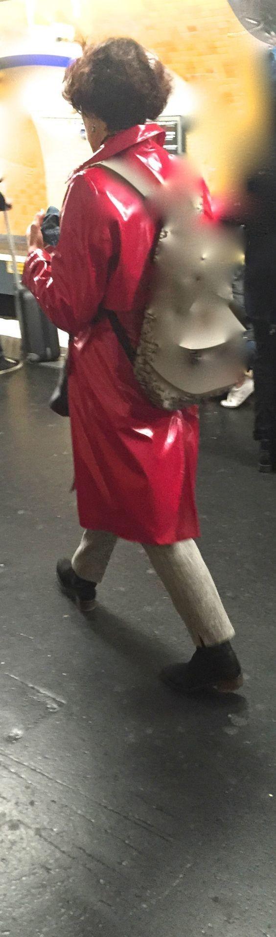 Joli ciré dans le métro.