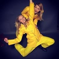 Chorégraphie en jaune.