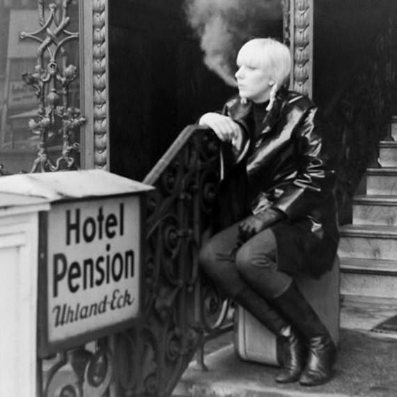 Pause cigarette.