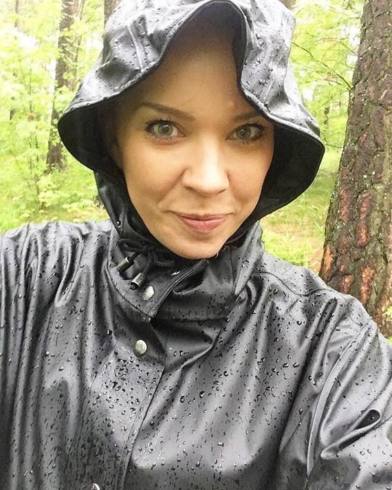 Polissone sous la pluie.