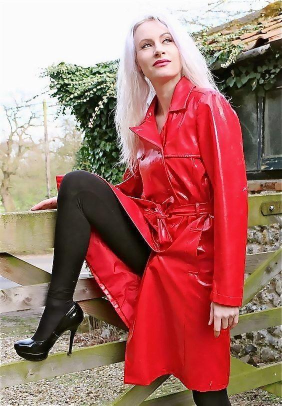 Belle en rouge.