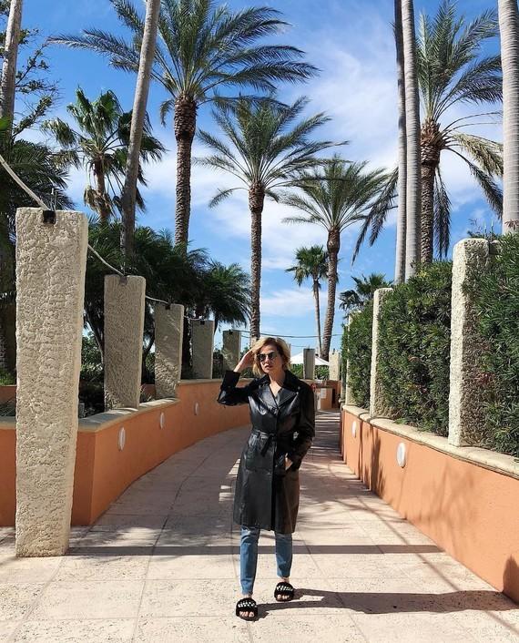 Sous les palmiers.