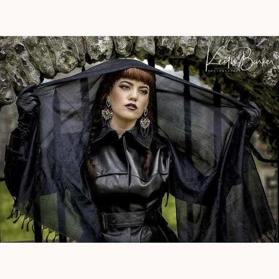La veuve noire.
