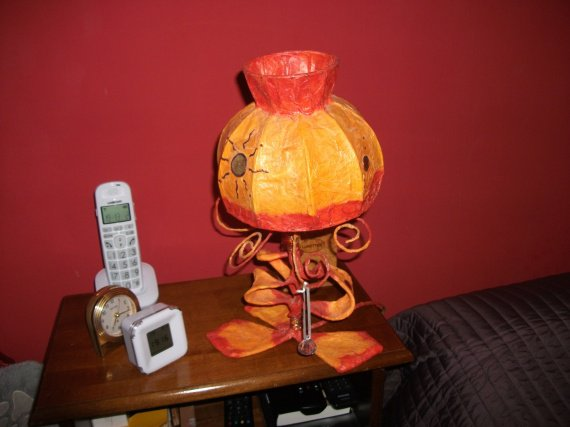 lampe tarabiscotée éteinte