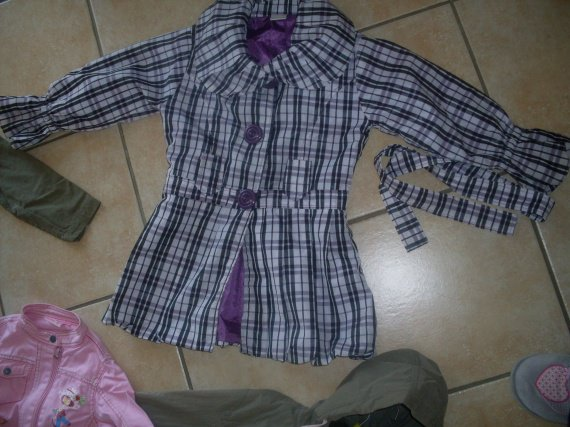Trench fille Neuf 6/7 ans   10€