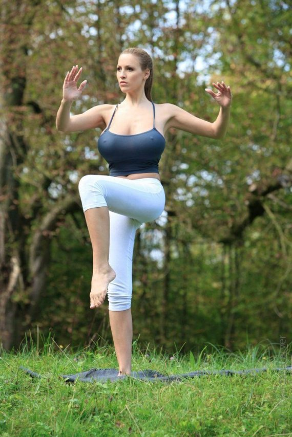 Jordan Carver's Yoga Class 12